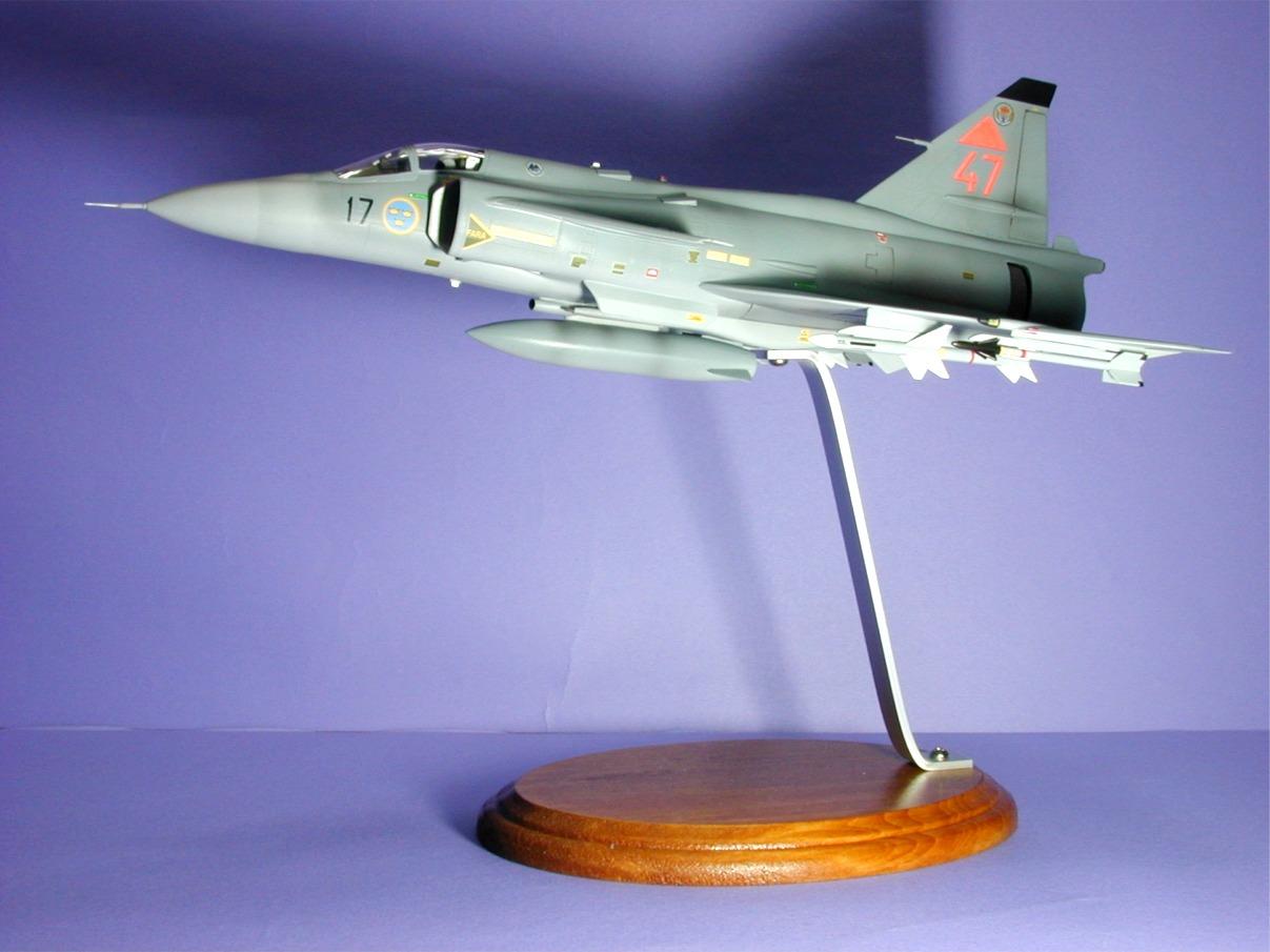 スウェーデン空軍 サーブの戦闘機 J10,10,10,10,10,10 プラモデル ...